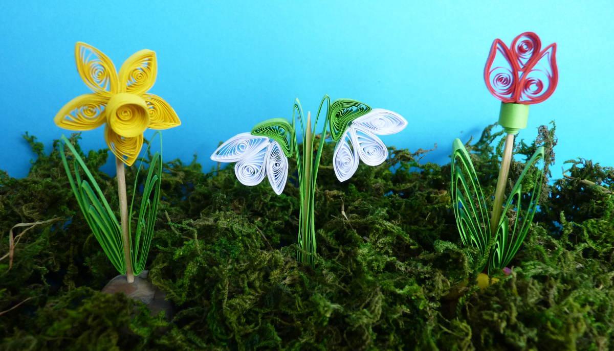 Jarné kvietky - narcis, snežienka a tulipán