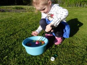 Hry pre najmenších - lovíme vrchnáčiky