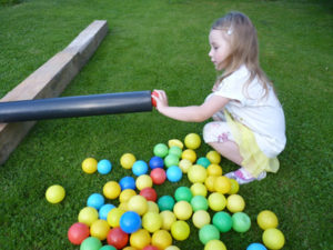 Loptičky - hráme sa s deťmi na záhrade