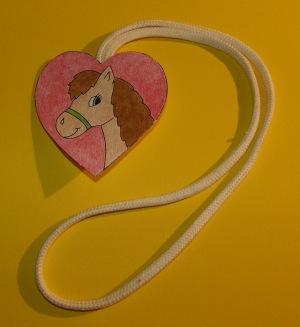 Koník - prívesok pre deti na vyfarbenie