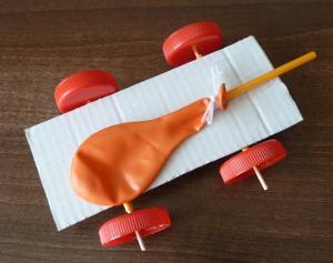 Auto na balónový pohon
